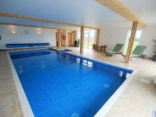 Perfect House with Internet Access and Shared Outdoor Pool - Alweston vacation rentals