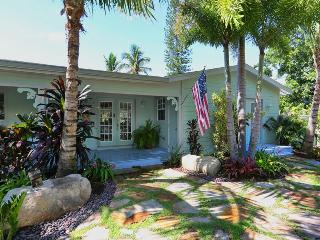 DISCOUNT**July 22-29 only $3000**Pool*Hot Tub*Dock*Steps to sugar Gulfside beach - Anna Maria vacation rentals