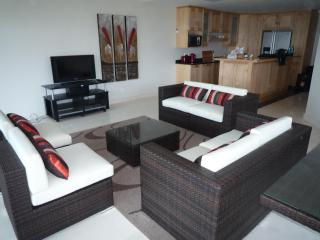 Stylish beachfront apartment: MAY-NOV SPECIAL - KwaZulu-Natal vacation rentals