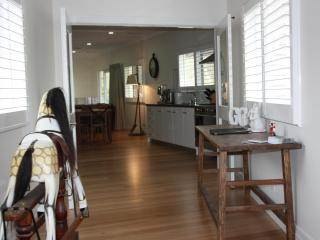 Luxury, s/c  4.5 star  Farm Stay at Eurobin, near BRIGHT Victoria - Porepunkah vacation rentals
