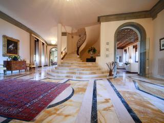Luxury 5 bedroom villa near Arezzo in Tuscany - Castelveccana vacation rentals