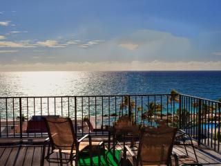 Near Port Lucaya Oceanfront 2 Bed/ Beautiful Beach - Lucaya vacation rentals