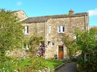 BRAMBLE COTTAGE, charming cottage, open fire, mature gardens, close gastropub, in NP, Hetton Ref 14275 - Yorkshire Dales National Park vacation rentals