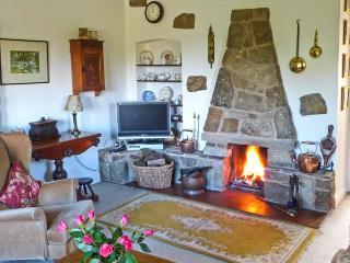 BRAMBLE COTTAGE, charming cottage, open fire, mature gardens, close gastropub, in NP, Hetton Ref 14275 - Hetton vacation rentals