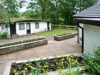 CHAPEL CLOSE, detached cottage, with en-suite, beck in garden, close to mountains and walking, in Santon Bridge, Ref 16398 - Santon Bridge vacation rentals