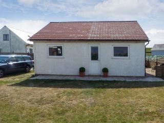 SEAHOLME, single storey pet-friendly cottage, garden, near Rye, Ref 18571 - Hythe vacation rentals