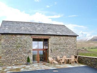 RIDDINGS BARN family-friendly, on a working farm, wonderful walks in Sedbergh Ref 20016 - Sedbergh vacation rentals