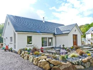 NANT HALL, romantic retreat, woodburning stove, patios, parking, in  Taynuilt, Ref 20081 - Argyll & Stirling vacation rentals