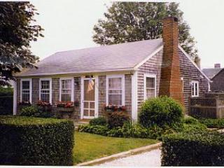 2 Bedroom 1 Bathroom Vacation Rental in Nantucket that sleeps 4 -(10151) - Image 1 - Nantucket - rentals