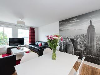 Hopetoun Village Apartment - free parking and wifi - Edinburgh vacation rentals