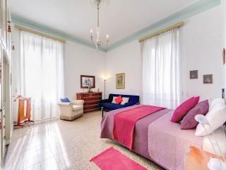 Coliseum apartment - Rome vacation rentals