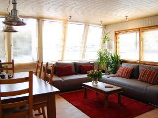 Perfect Amsterdam vacation Houseboat with Internet Access - Amsterdam vacation rentals