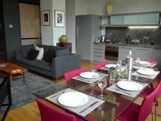 NEW YORK STYLE  Ipno Luxury Apartment CBD - Melbourne vacation rentals