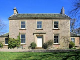 DUNEATON HOUSE, elegant pet friendly house, walled garden, open fires, Wiston near Biggar Ref 13840 - Peebles vacation rentals