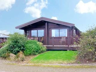 TY PREN, pet friendly cabin, close coastal path, veranda and grounds, Llanrhian near St Davids Ref 19630 - Saint Davids vacation rentals