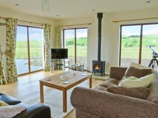 2 SOUTH MILTON COTTAGES, detached property, with sea views, woodburner, off road parking, garden, near Glenluce Ref 14724 - Glenluce vacation rentals