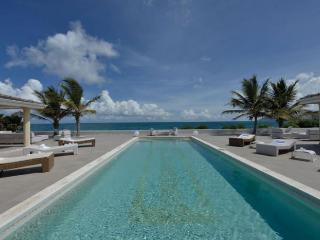 La Perla Palais at Terres Basses, Saint Maarten - Beachfront, Pool, Perfect For Honeymooning Couple - Terres Basses vacation rentals