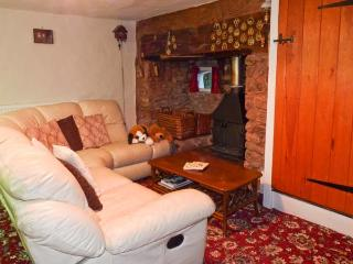 MOONFLEAT COTTAGE, character pet friendly cottage, views, walks from door, West Quantoxhead Ref 18131 - Sampford Brett vacation rentals