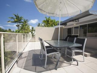 2 Bed Apartment in the heart of Port Douglas. - Port Douglas vacation rentals