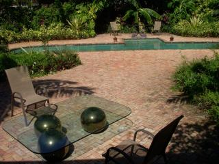 3-3 Pool Home Near EVERYTHING! HypoAllergenic - West Palm Beach vacation rentals