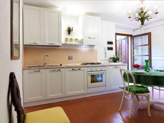 Beautiful 1 bedroom Mercatale di Val di Pesa House with Internet Access - Mercatale di Val di Pesa vacation rentals