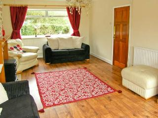 DARREN HOUSE, detached cottage, with two sitting rooms, two bathrooms, enclosed garden, parking, in Heol-y-Cyw, Ref 18583 - Blackmill vacation rentals