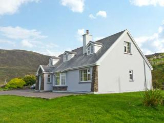 CARRAIG OISIN, detached cottage, open fire, off road parking, garden, in Waterville, Ref 20190 - Waterville vacation rentals
