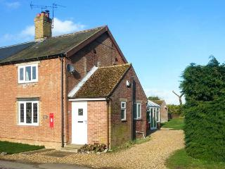 KEEPER'S COTTAGE pet-friendly, countryside location, close to Thetford Forest in Beachamwell Ref 20391 - Beachamwell vacation rentals