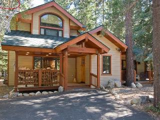 Chamberlands Tahoe Home-Walk to Beach-Pool-Pets550 - Tahoe Vista vacation rentals