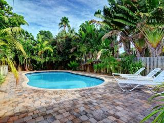 2 bedroom house with Sleeper Sofa and HUGE POOL - Fort Lauderdale vacation rentals
