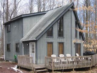 Arrowhead Lakes Cozy 3BR Chalet - Pocono Lake vacation rentals