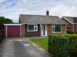 SUNNYSIDE COTTAGE open fire, pet friendly, near to coast in Hogsthorpe Ref 17833 - Chapel St. Leonards vacation rentals