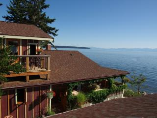 Blitz Beach House Oceanfront Retreat, Powell River near Lund - Powell River vacation rentals