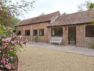 MANOR BARN spacious ground floor cottage, woodburner, WiFi, beautiful countryside in Horncastle Ref 11494 - Horncastle vacation rentals