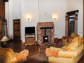 THE PADDOCKS barn conversion, with a woodburner, close to coast in Cromer Ref 18084 - Cromer vacation rentals