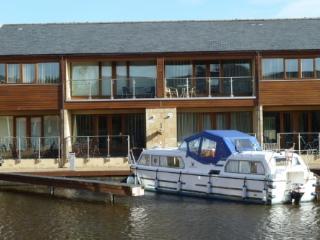 MARINA COTTAGE, 2 bedrooms, Carnforth, Lancashire Cumbria Border - Carnforth vacation rentals