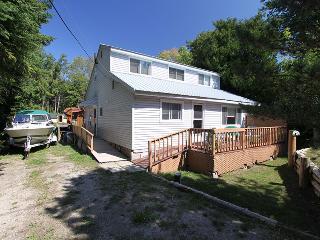 Bright 4 bedroom Kincardine Cottage with Deck - Kincardine vacation rentals