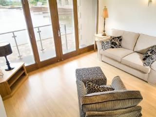 MARINA COTTAGE, 2 bedroom, Carnforth, Lancashire Cumbria Border - - North West England vacation rentals