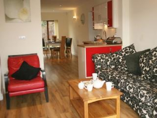 MARINA COTTAGE, 3 bedroomed, Carnforth, Lancashire Cumbria Border - - North West England vacation rentals