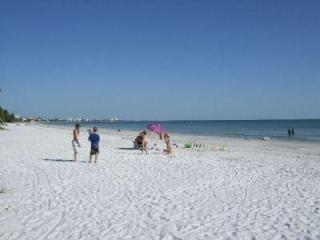 3 Bedroom Condo - Steps to Fort Myers Beach - Fort Myers Beach vacation rentals