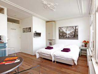 Nora - Private Studio in center of Amsterdam with all tourist attractions nearby - Amsterdam vacation rentals