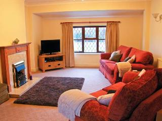 Y BEUDY detached bungalow, enclosed garden, pet-friendly, beach and forest close by, in Newborough, Ref 18613 - Newborough vacation rentals