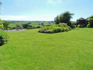 HILLYMOUTH, pet-friendly apartment, garden, games room, in Lincombe near Ilfracombe Ref 19625 - Ilfracombe vacation rentals