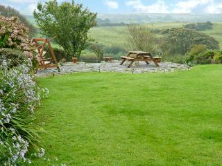 WHITESTONE, pet-friendly apartment, shared garden and games room, Lincombe near Ilfracombe Ref 19669 - Ilfracombe vacation rentals