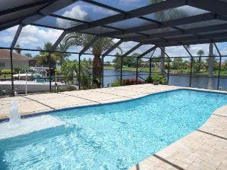 Casa DeLo - SE Cape Coral 3b/2ba/Den, Oversized 40ft long Elect Heated Pool, Gulf Access Wide Intersection Canal, HSW Internet - Cape Coral vacation rentals