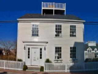 4 Bedroom 4 Bathroom Vacation Rental in Nantucket that sleeps 8 -(10333) - Image 1 - Nantucket - rentals