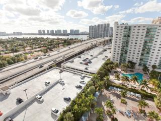 Deluxe 2 Bedroom Bay View OR1504 - Sunny Isles Beach vacation rentals