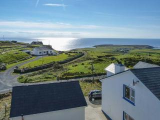 AN NEAD romantic retreat, sea views, close to beaches in Kilcar Ref 19947 - Kilcar vacation rentals