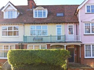 SAMPHIRE HOUSE, Victorian townhouse, with multi-fuel stove, enclosed patio garden, pet-friendly, in Mundesley, Ref 20834 - Mundesley vacation rentals