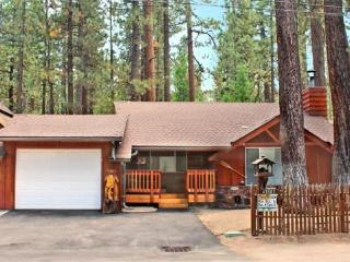 Gentle Bear Cabin relish your time in this dog friendly Vacation Cabin in Big Bear near Snow Summit Ski Resort with a fenced yar - Big Bear Lake vacation rentals